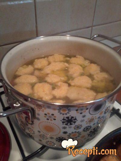 Povrtna supa s knedlama
