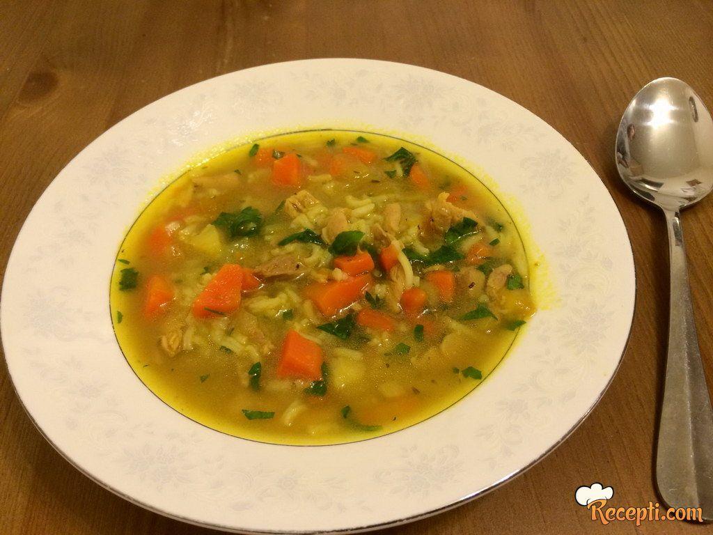Pileća supa sa karijem