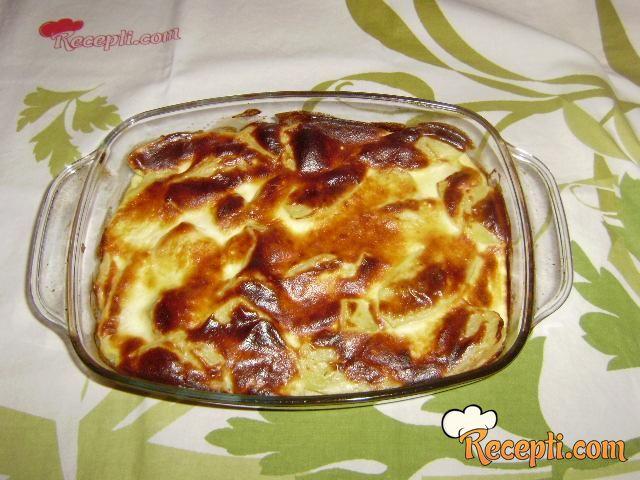 Zapečen krompir sa sirom