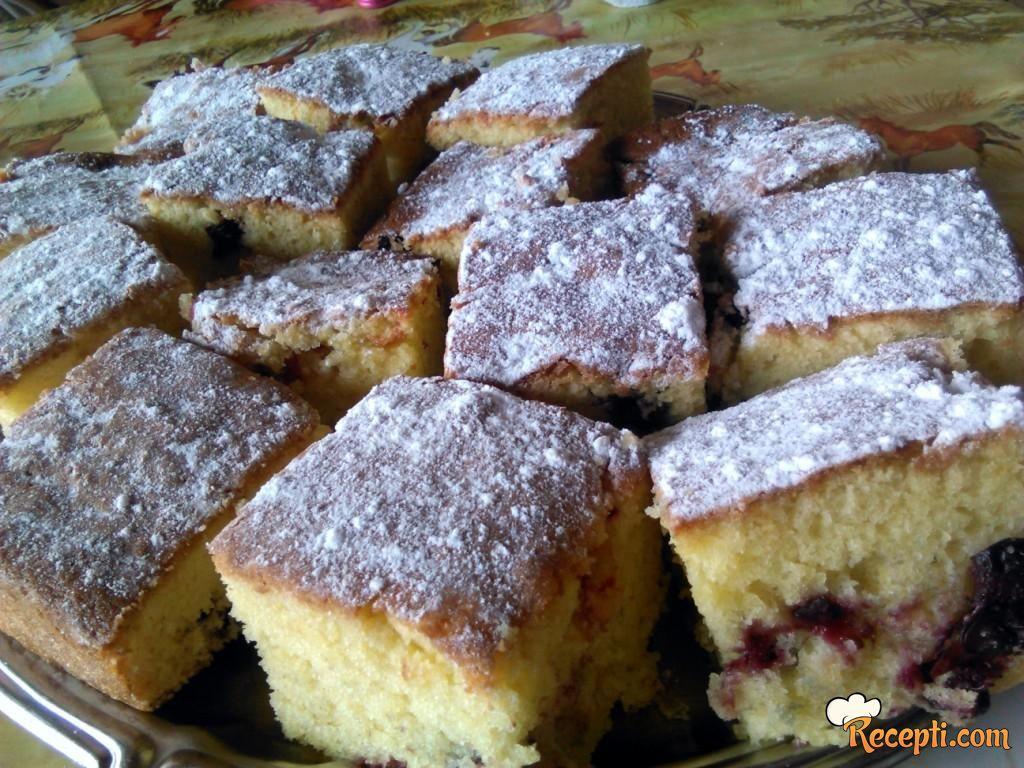 Brzi kolač sa višnjama (3)