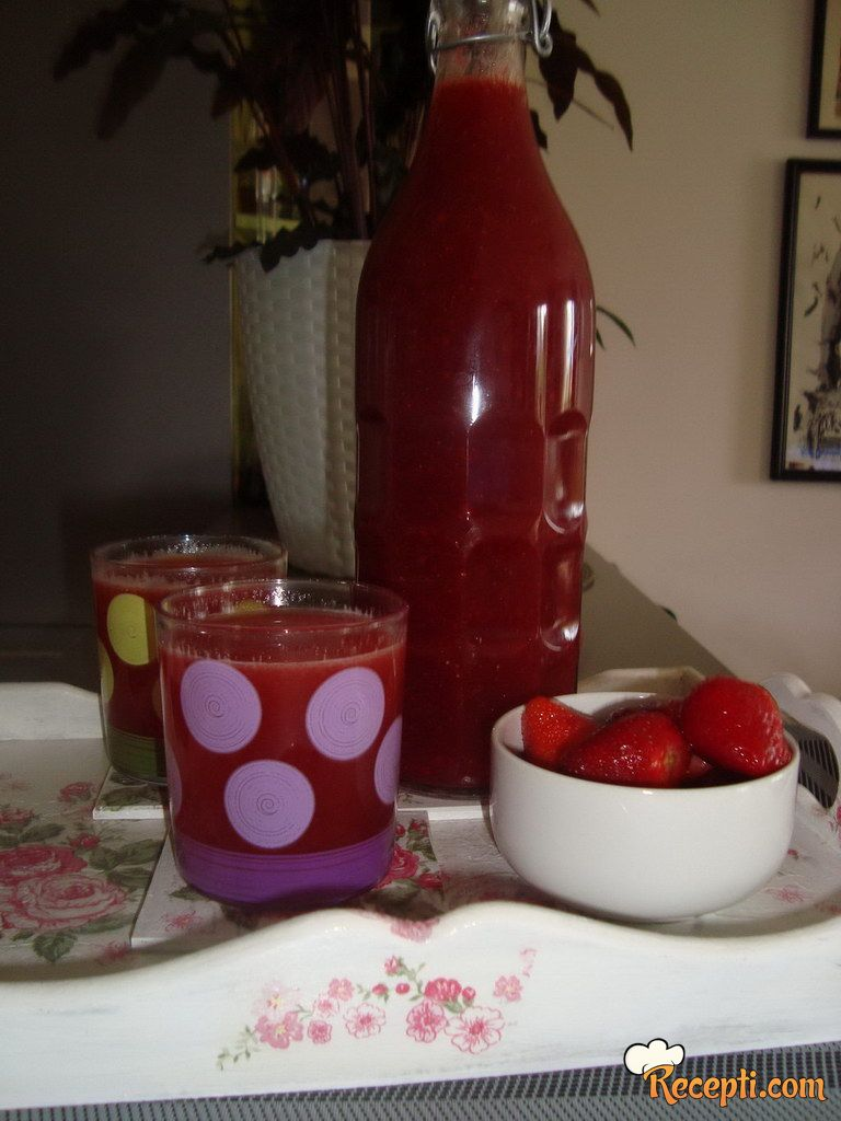 Kašasti sok od jagoda