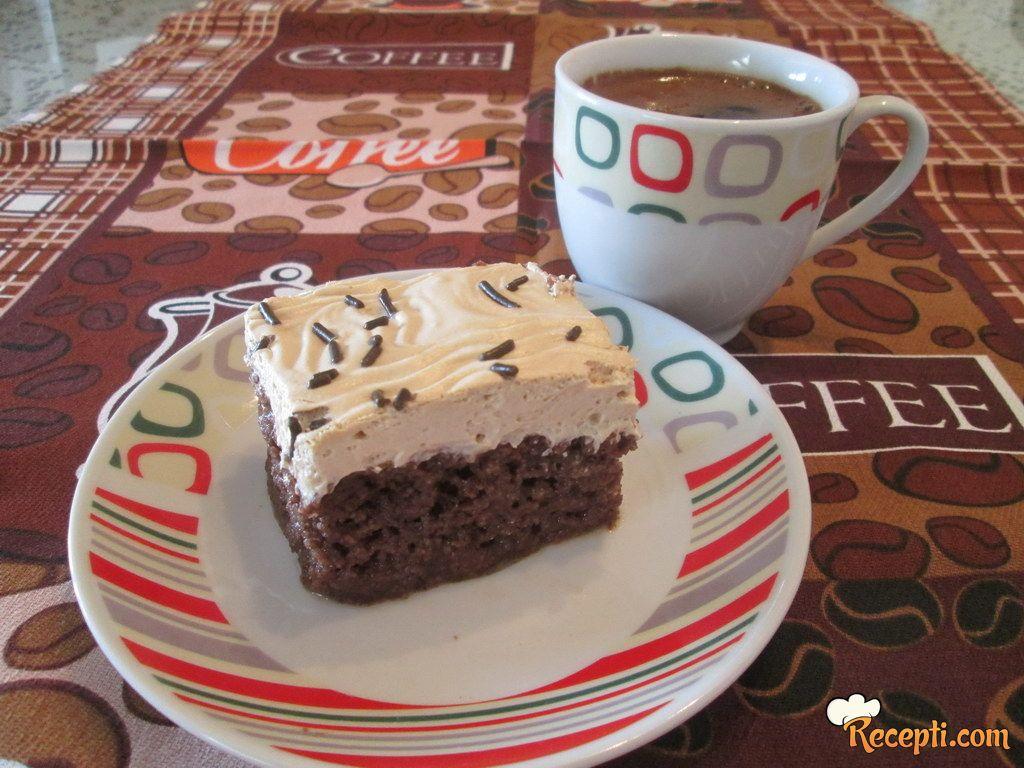 Kolač sa kafom i karamel prelivom