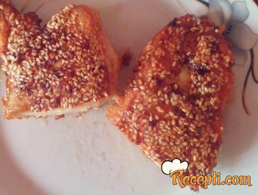 Pohovana piletina sa susamom i karijem