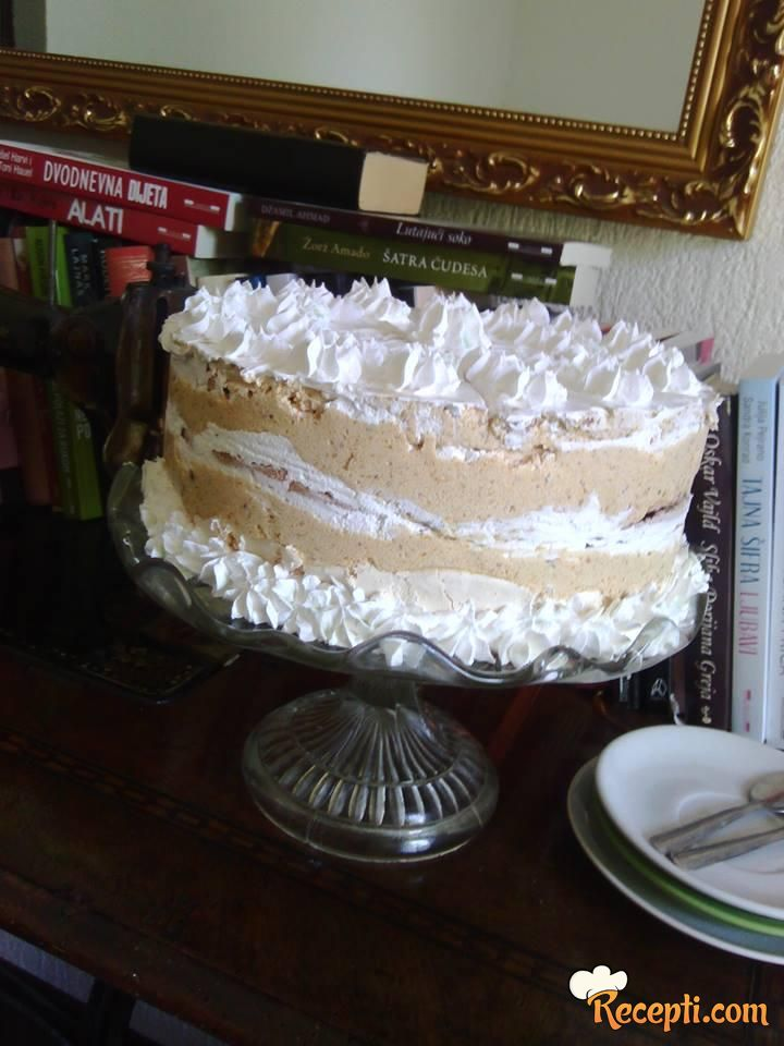 Šuškava kapućino torta