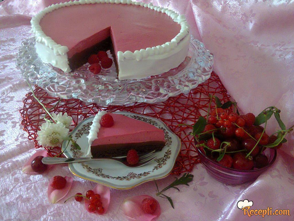 Penasta čokoladna torta sa malinama