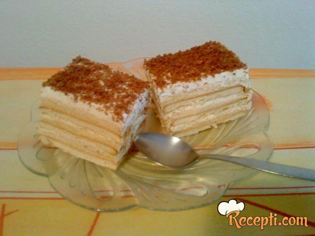 Karamel-krem kolač sa keksom
