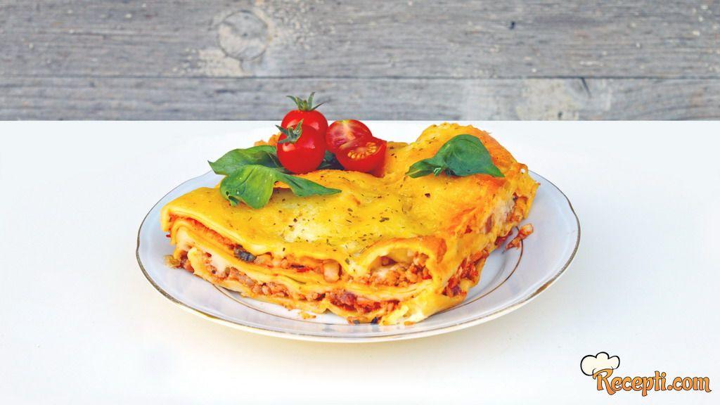 Lazanja bolonjeze (Lasagna Bolognese)