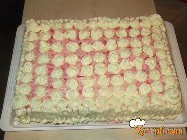 Piškota torta sa malinama