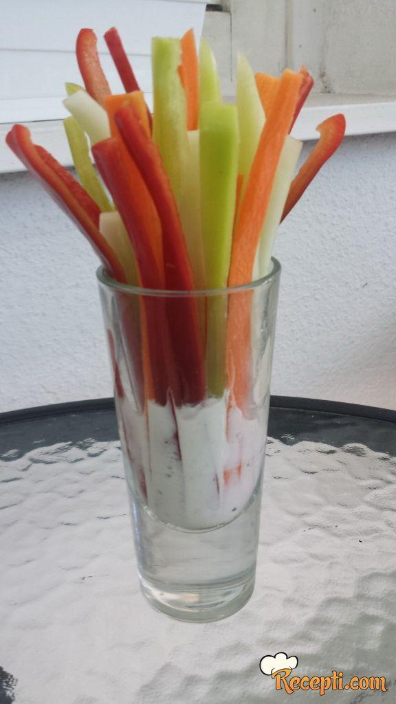Salata u čaši