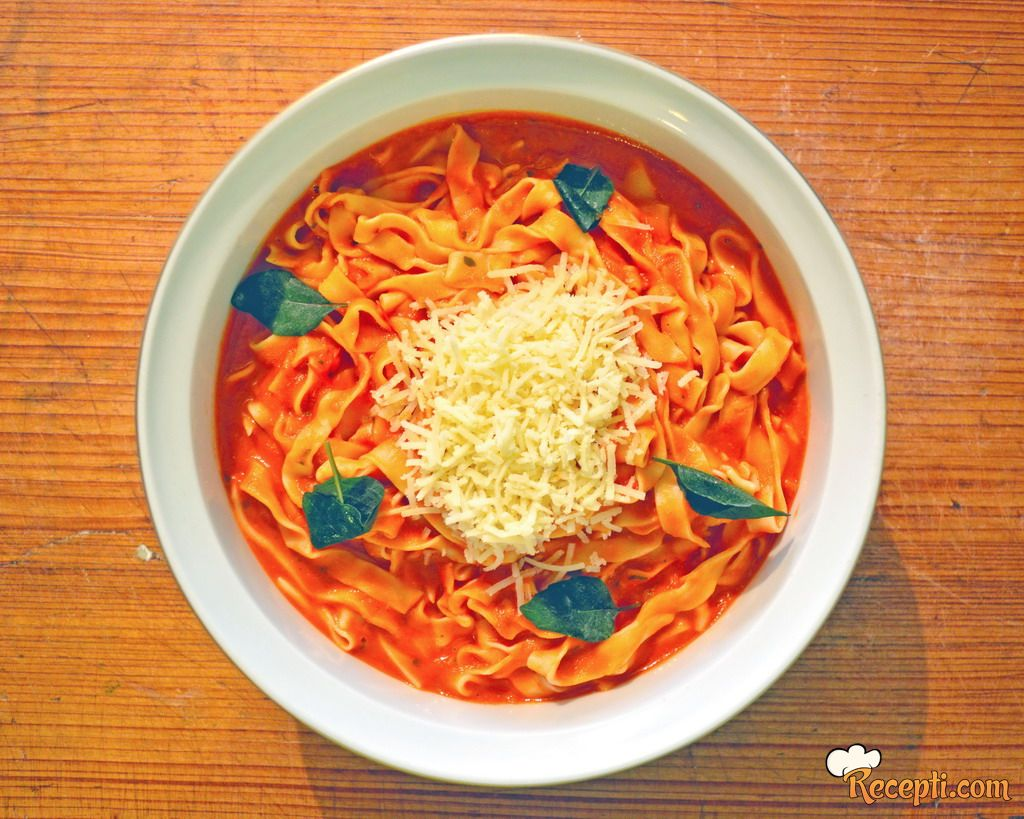 Domaće tagliatelle sa sosom od paradajza
