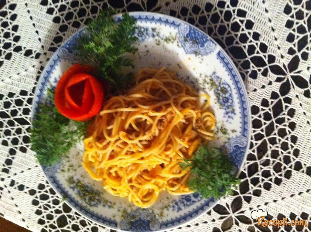 Špagete u sosu od pečuraka i mesa