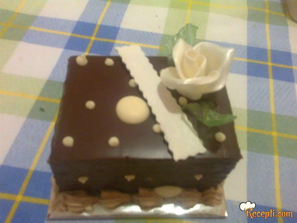Čokoladna rum torta