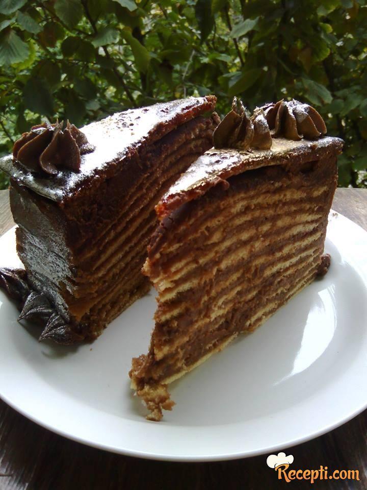 Kafena doboš torta