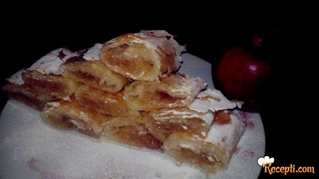 Mirisna pita sa jabukama