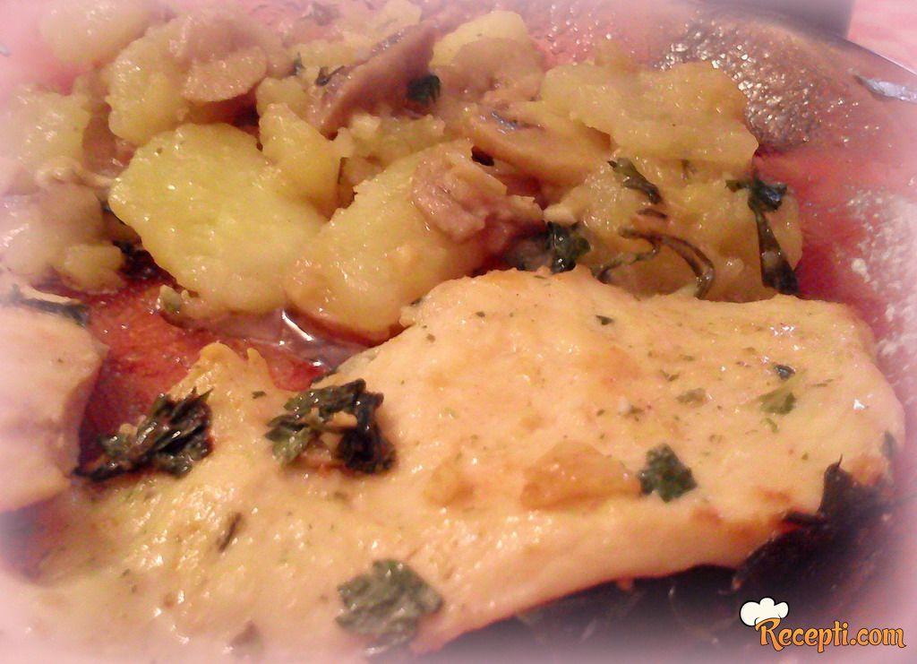 Najukusnije belo meso i krompir u istim aromama :))