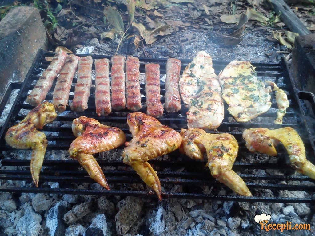 Belo meso i krilca za roštilj-prste da poližeš :D!