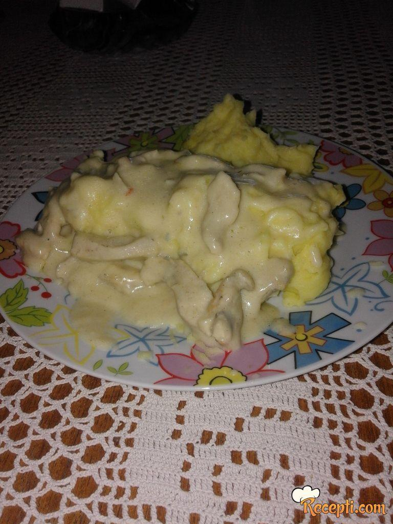 Pileće meso u belom sosu