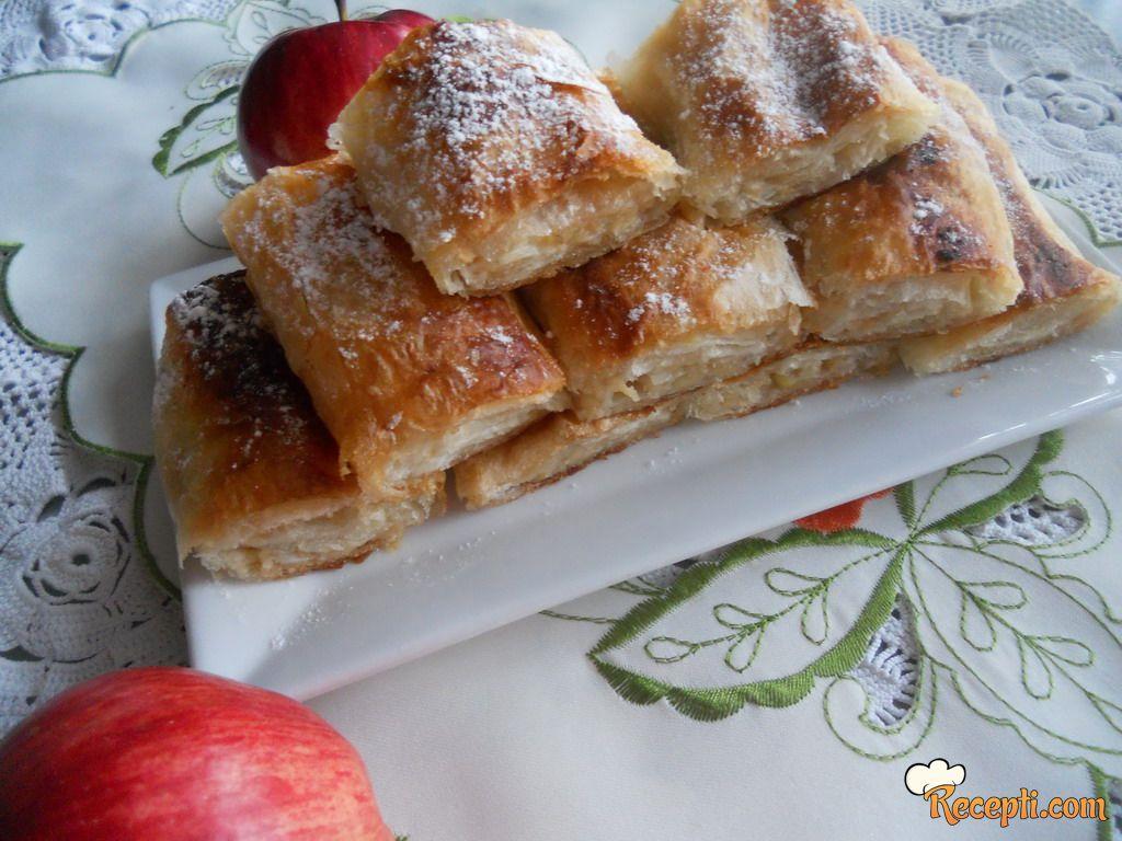 Pita sa jabukama, brusnicom i plazmom