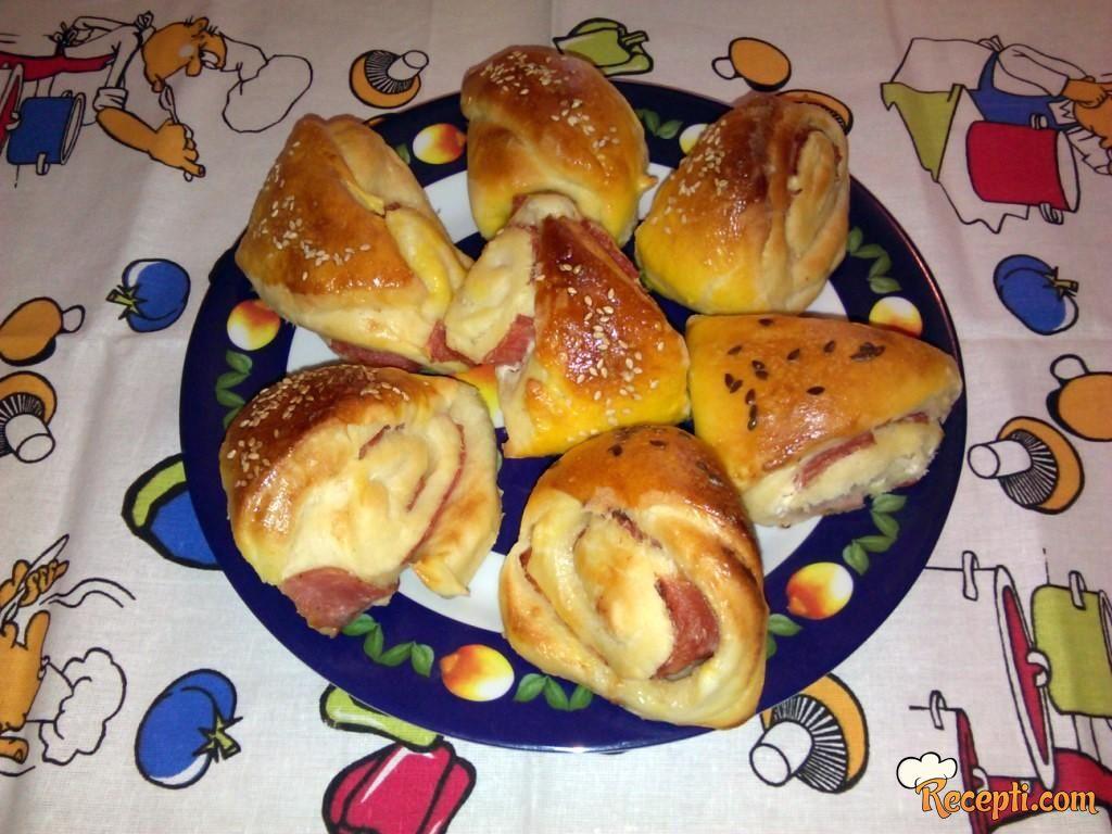 Trouglovi sa tost nareskom