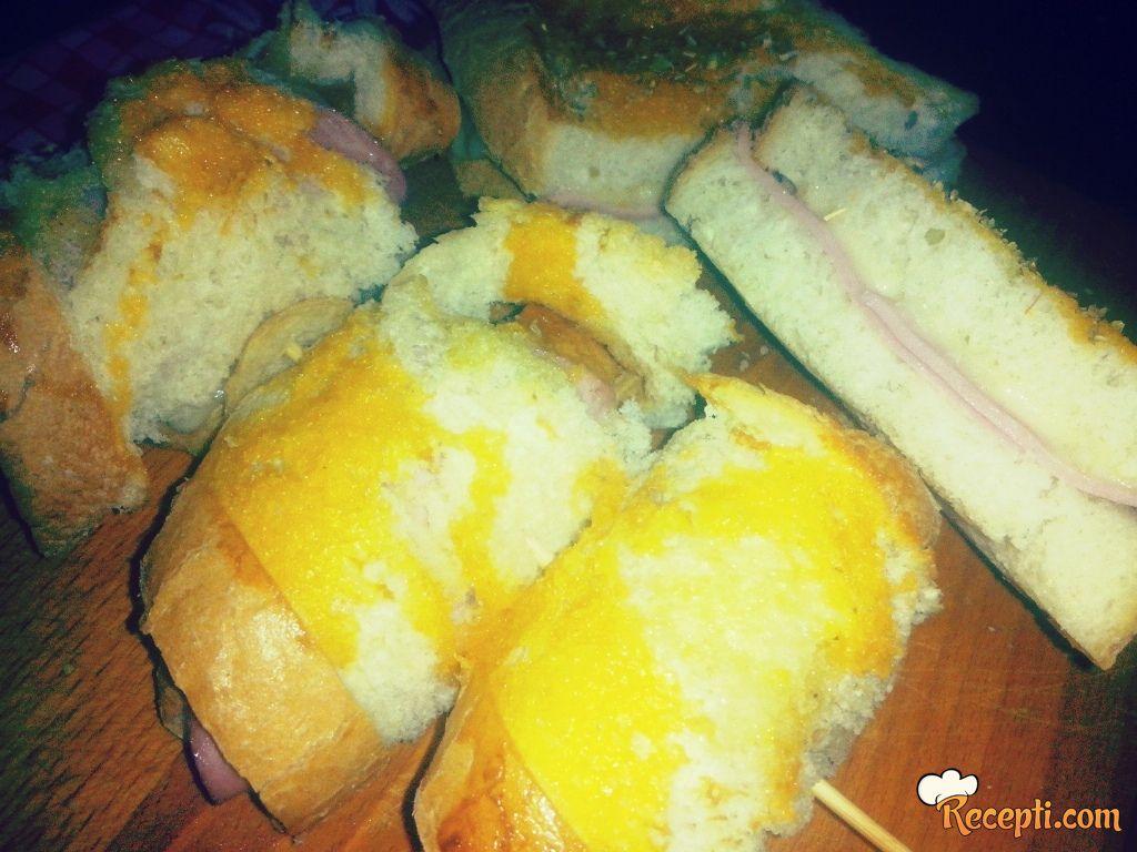 Topli Pizza sendviči i ražnjići