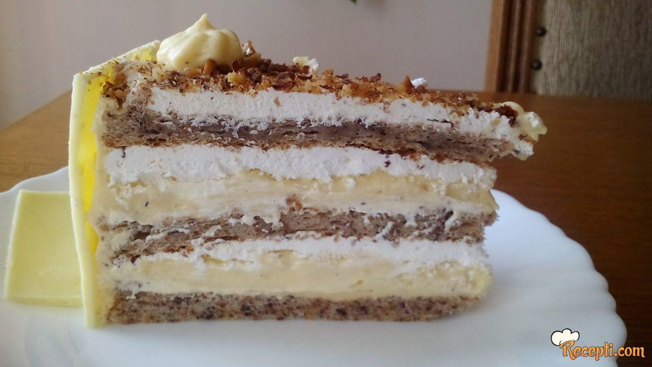 Torta s lješnjacima i bijelom čokoladom
