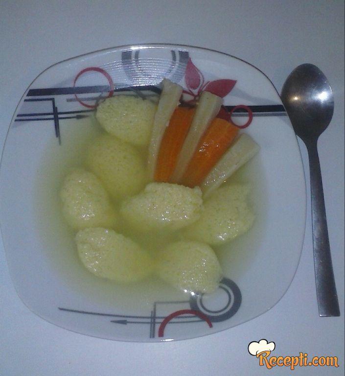Pileća supica sa knedlama (2)