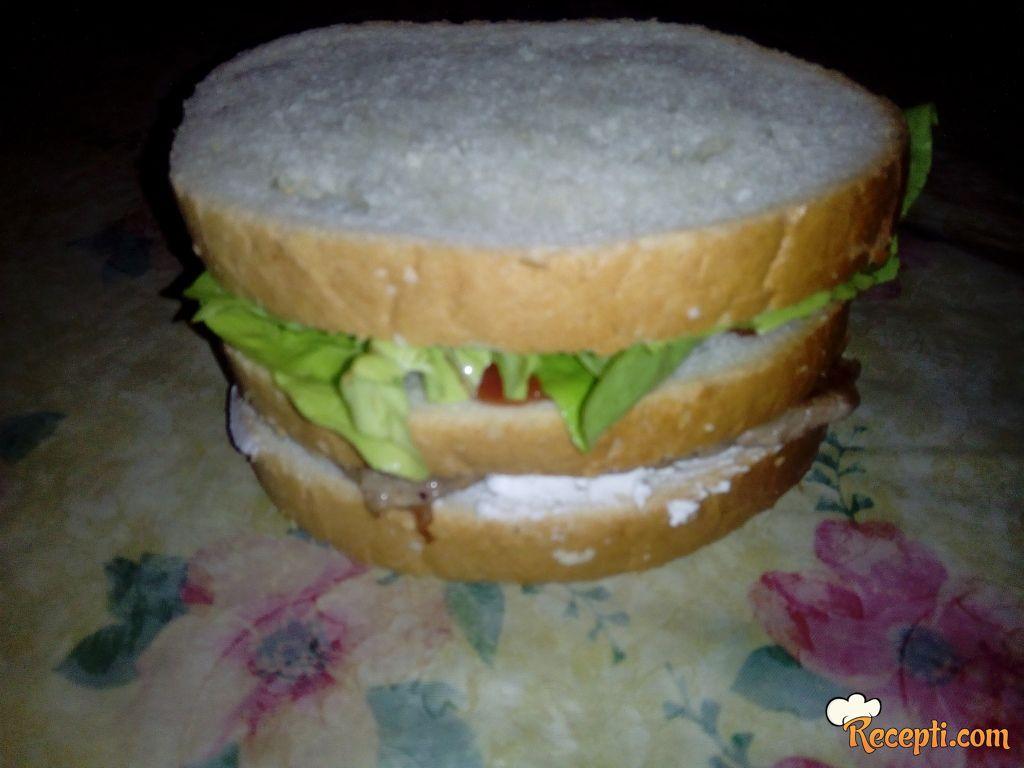 Trio sendvič