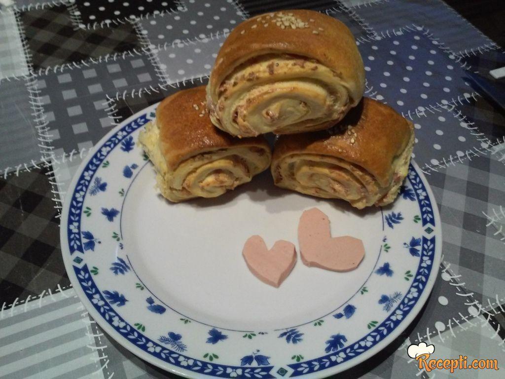 Štrudlice sa fetom i salamom