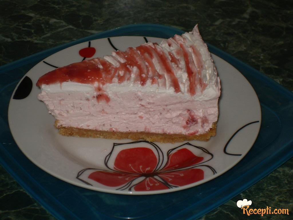 Penasti kolač sa jagodama