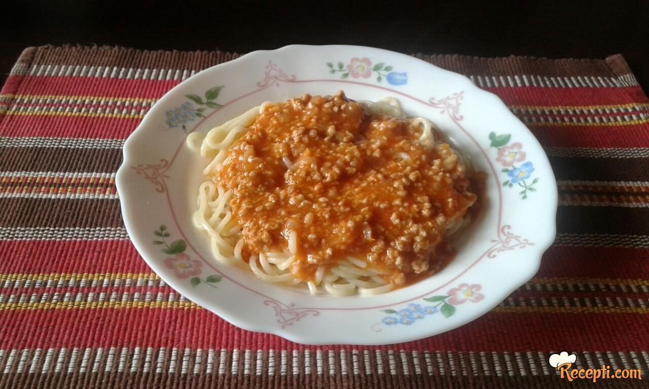 Špageti sa mešanim mlevenim mesom