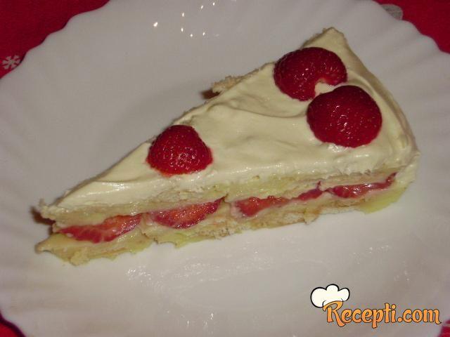 Vanila keks kolač sa jagodama