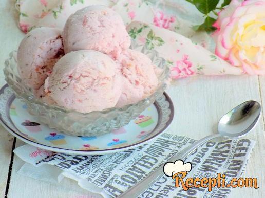 Sladoled sa višnjama i jogurtom