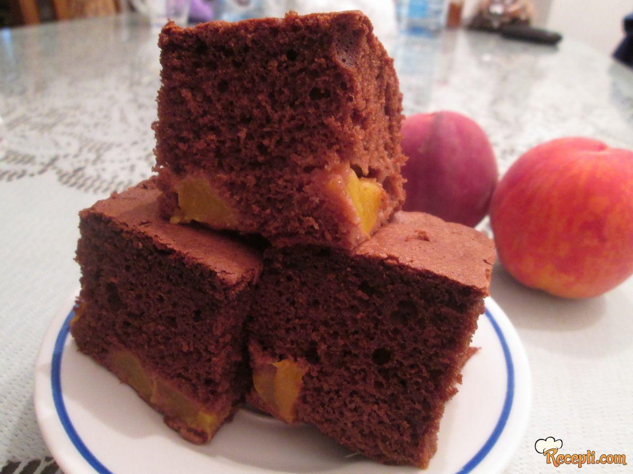 Čokoladni kolač sa breskvama