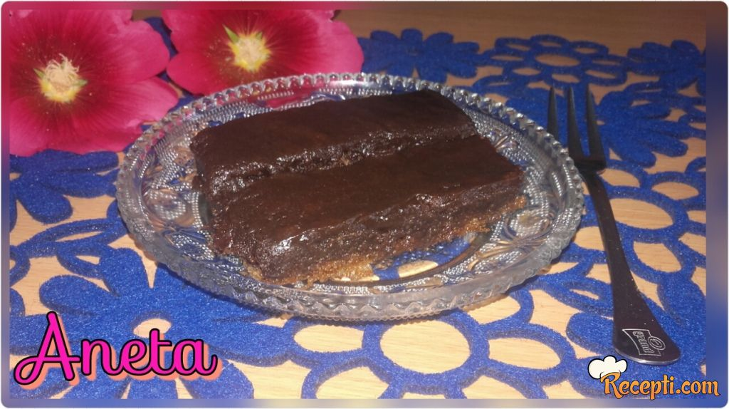 Kolač sa čokoladnim prelivom