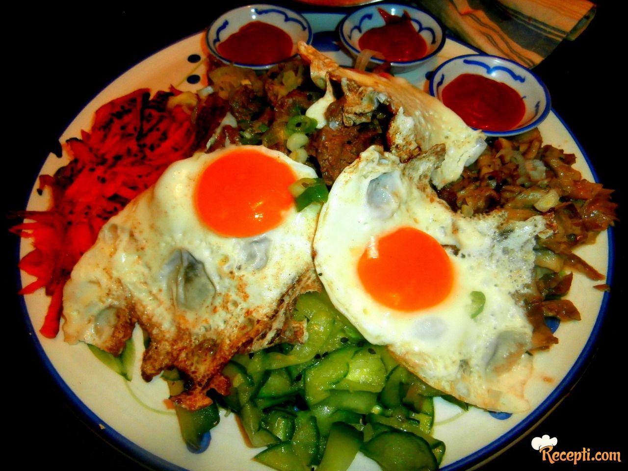 Bibimbap - Koreanski mešani pirinač