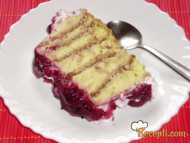 Vanil torta sa višnja prelivom