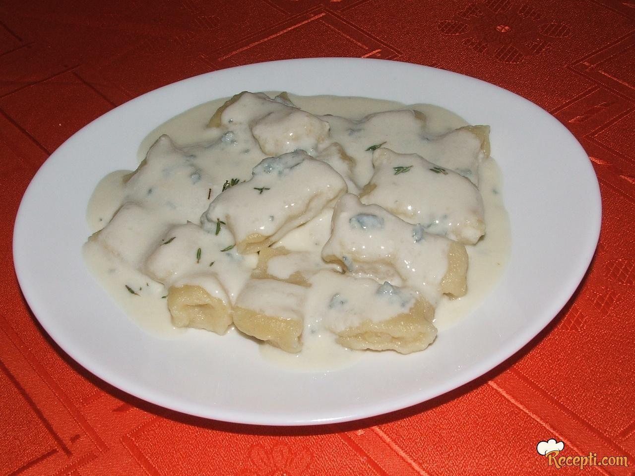 Domaći njoki u sosu od plavog sira