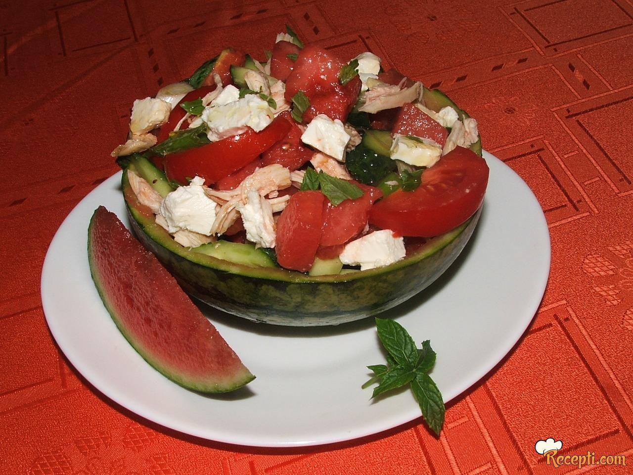 Pileća salata sa lubenicom i fetom