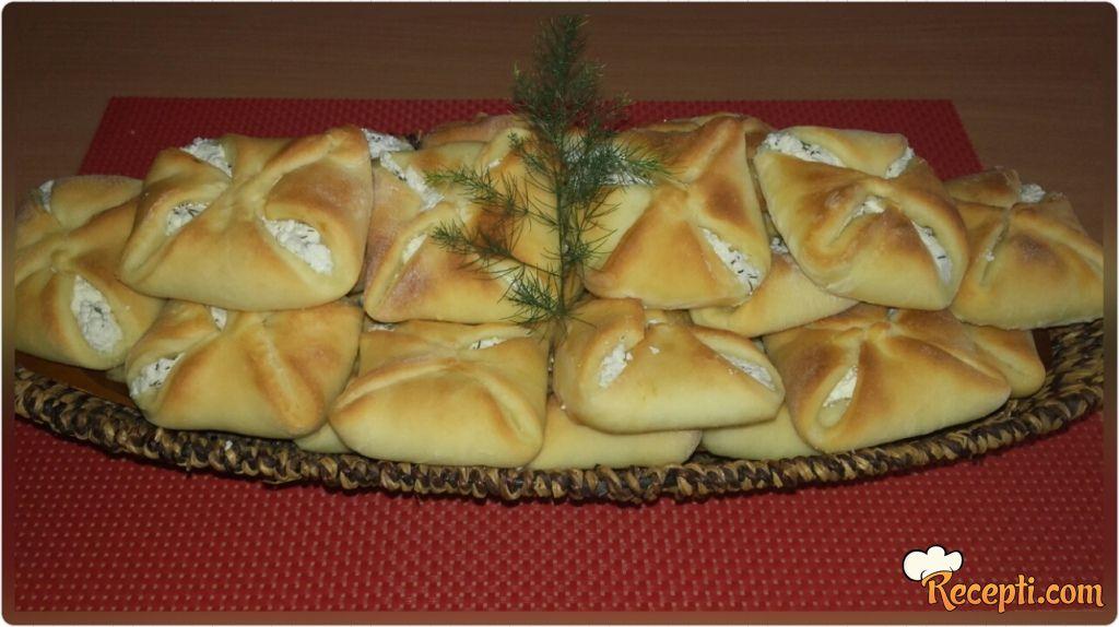 Zamotuljci sa sirom i mirođijom