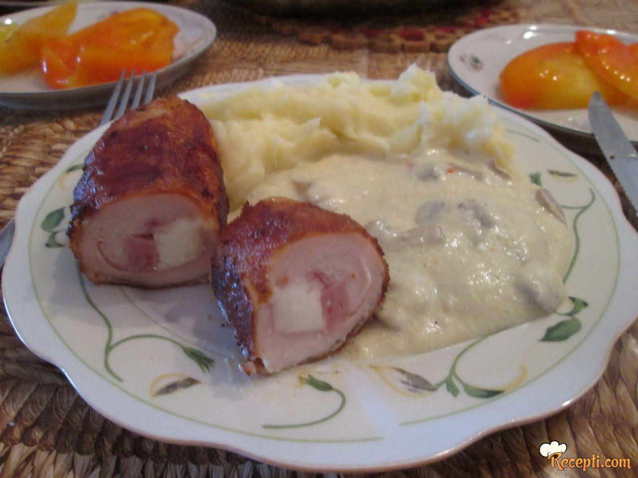 Pileća Karađorđeva sa sosom od pečuraka