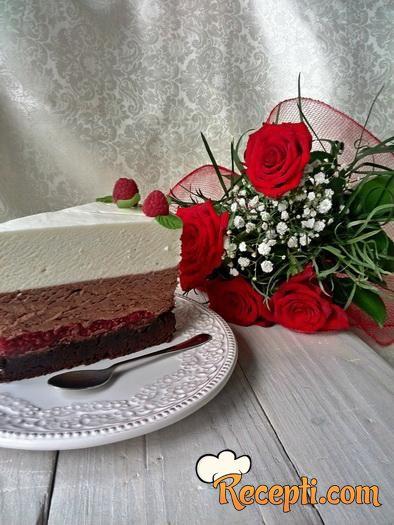 Mousse torta od crne i bele čokolade sa malinama