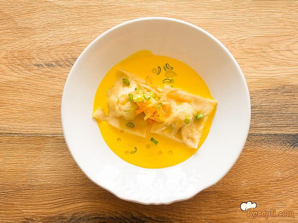 Raviole punjene spanaćem i seckanom specijal šunkom u krem sosu od šargarepe i šafrana