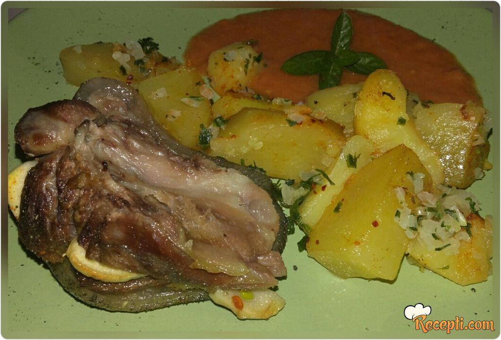 Svinjska kolenica sa krompirom