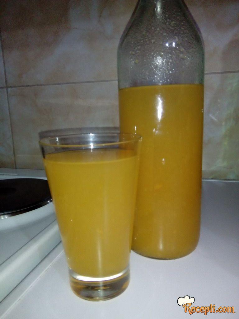 Domaći sok od jabuke i šargarepe