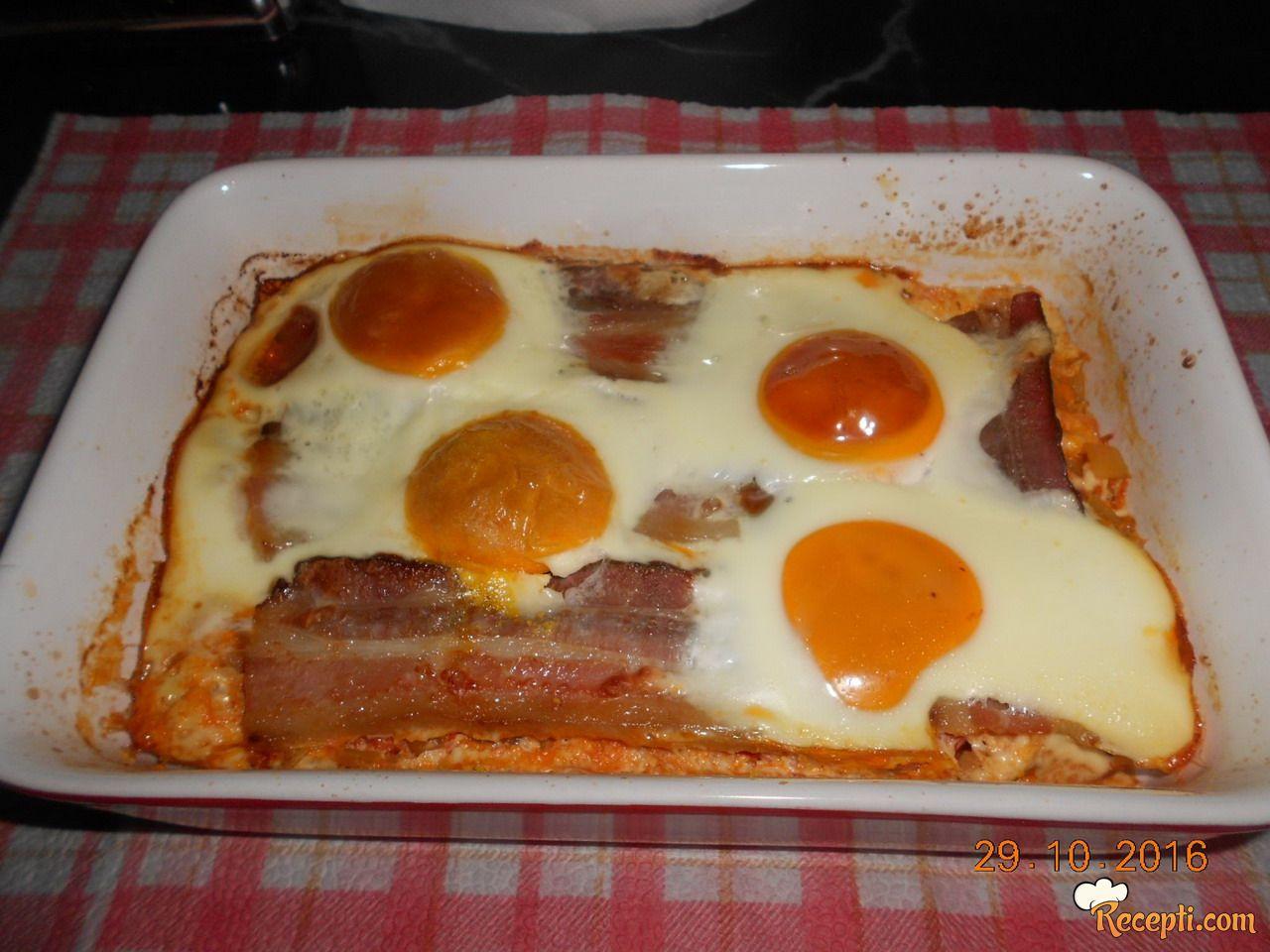 Huevos habaneros sa dimljenom slaninom