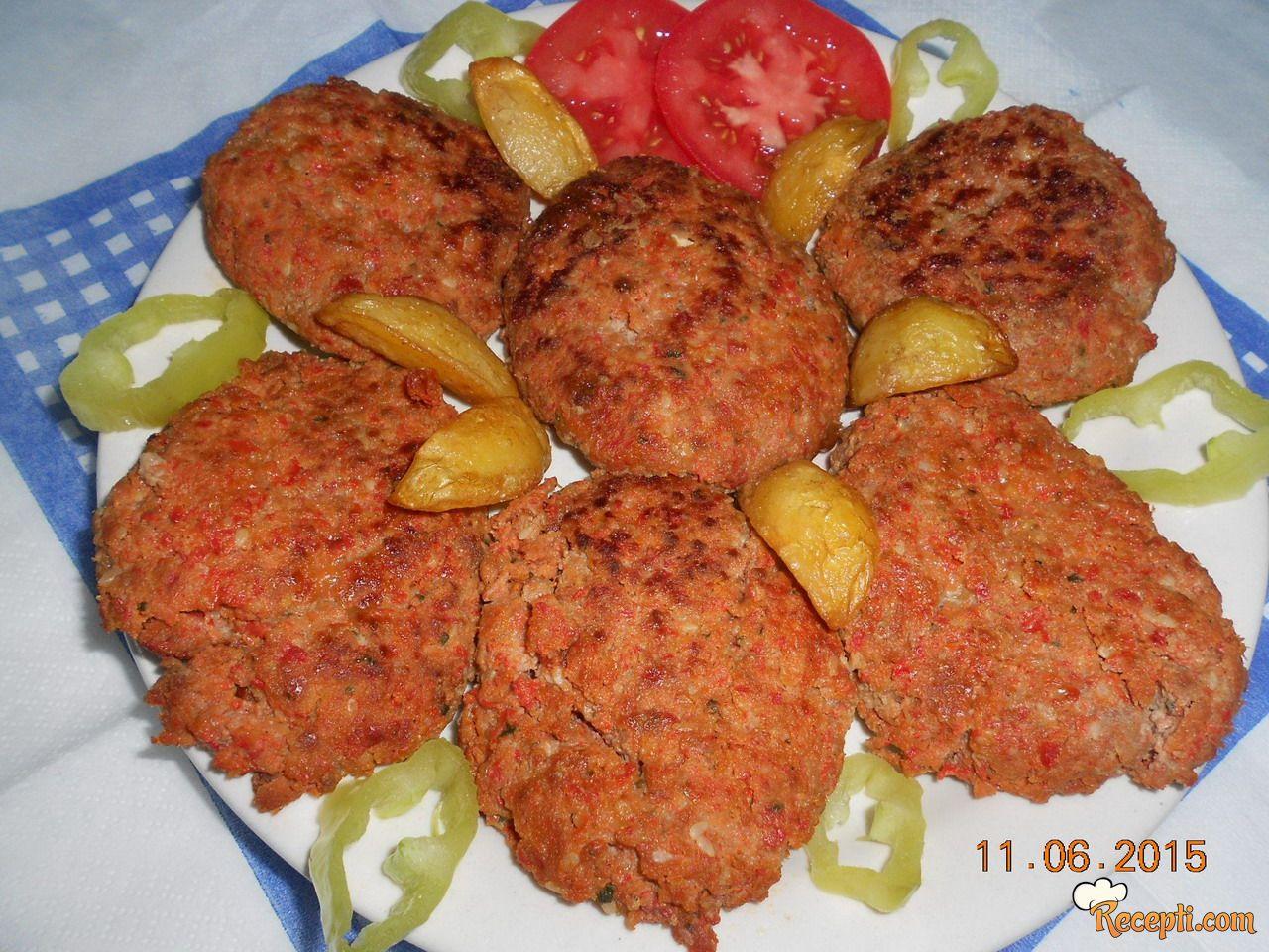 Pljeskavice sa pečenim paprikama