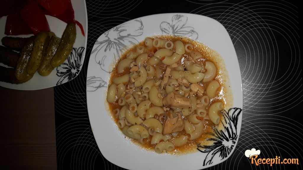 Pileći saft sa tjesteninom