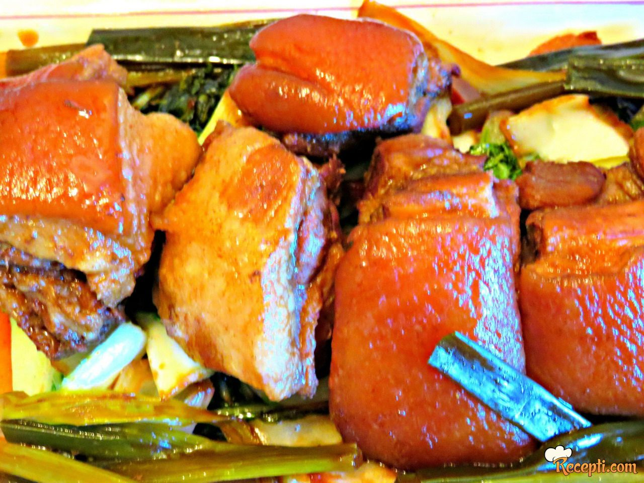 Dong Po Rou (Dinstana svinjska slanina)