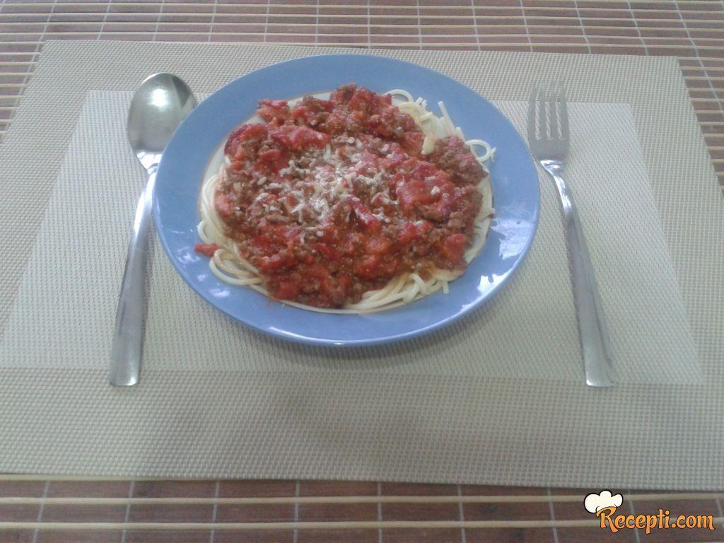 Špagete u crvenom sosu