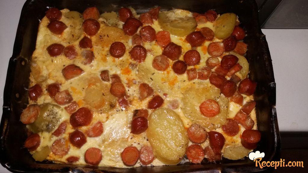 Zapečeni krompir sa kobasicama